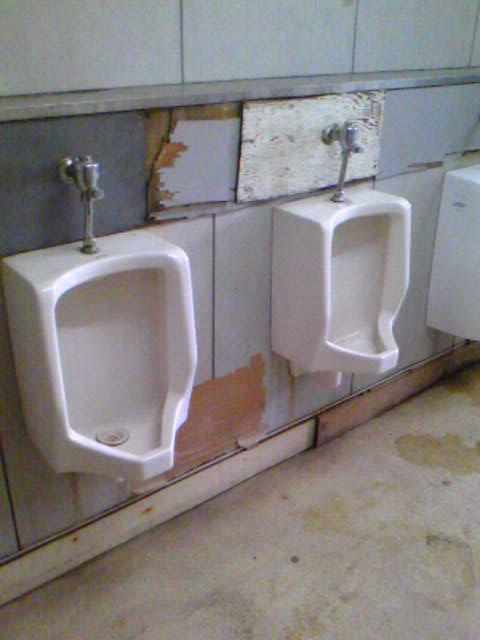 泉南中学校のトイレ